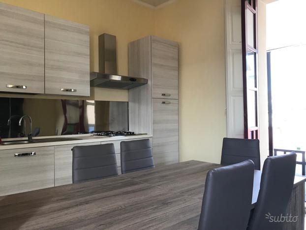 Catania 3 1 2 vani corso italia attico con terrazzo for Monovano arredato affitto catania